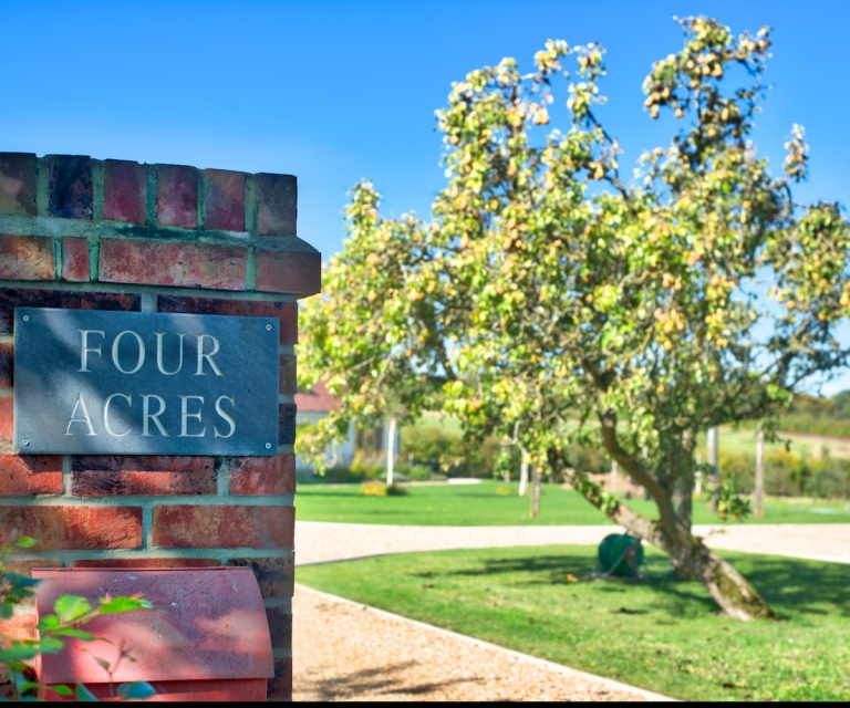 Four-Acres-Entrance_ND80857